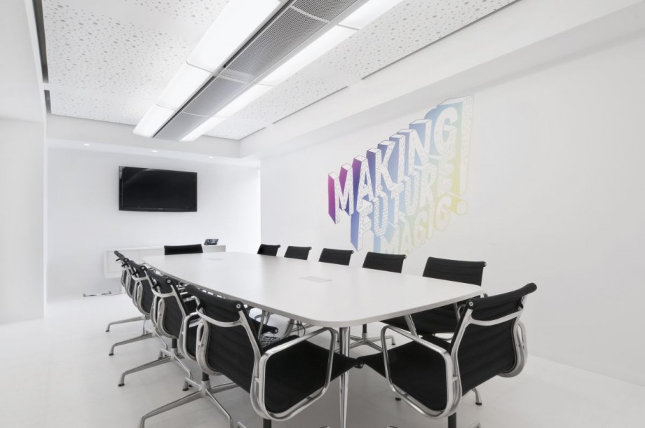 dentsu-office-london-modern-minimalist-meeting-room-interior-design-920x611-best-photo-01.jpg